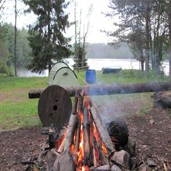Camping mit Lagerfeuer